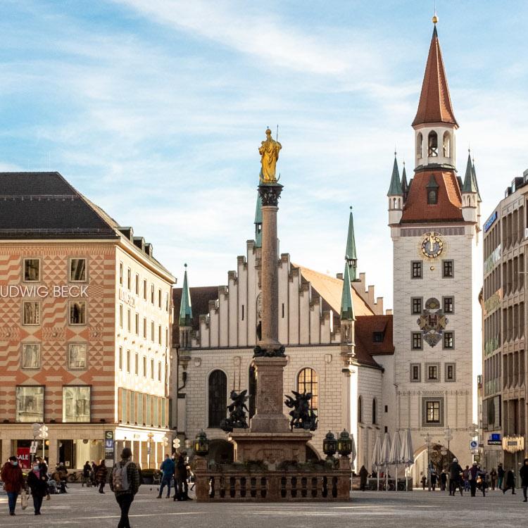 Marienplatz mit Mariensäule aus Sicht des Juwelier Geschäft Carl Thomass