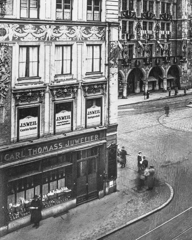 Schwarz-weiß Fotografie vom Hofjuwelier Carl Thomass am Marienplatz