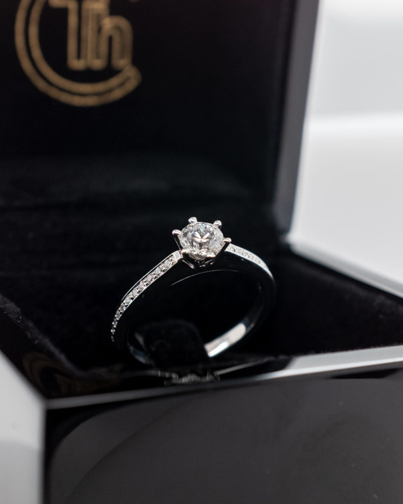 Brillant Verlobungsring in Ringschachtel