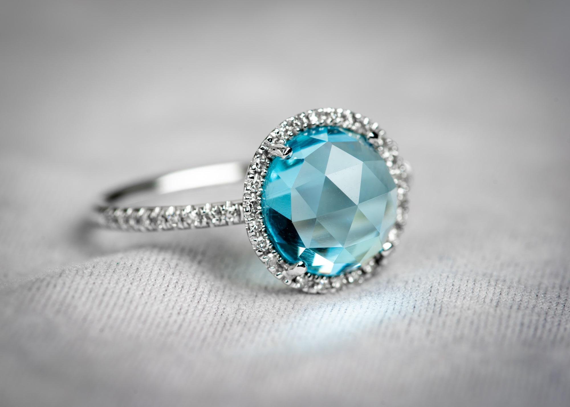 Der blaue Ring am blauen See – Heiratsantrag am Fuji